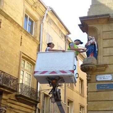 Enlèvement de deux statues pour réparation en atelier